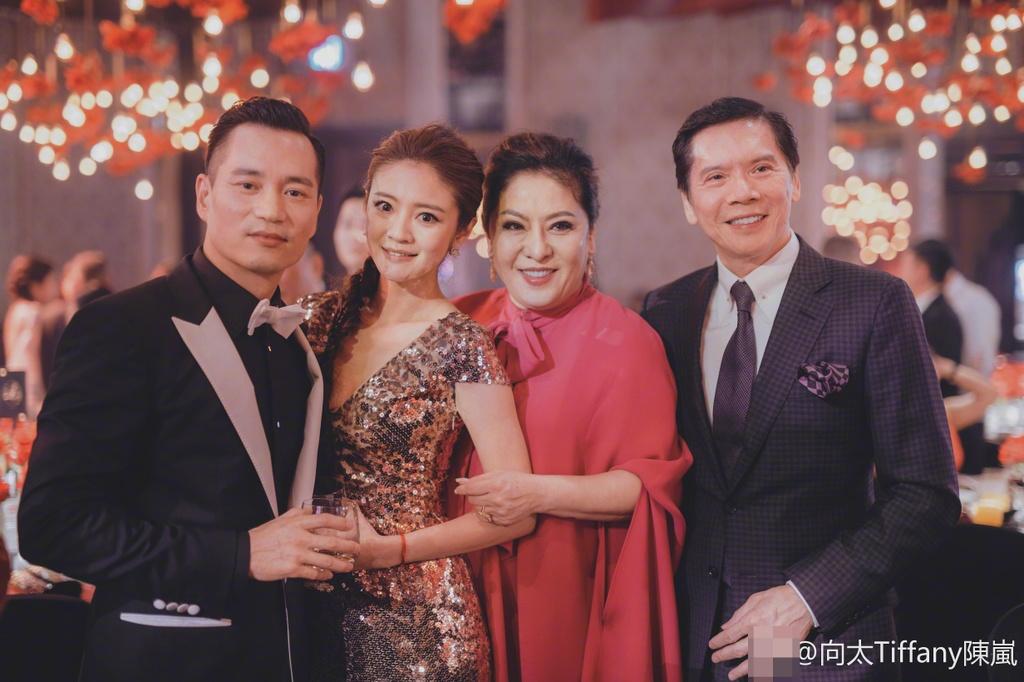 Huong Hoa Cuong - ong trum xa hoi den khet tieng showbiz Hong Kong hinh anh 3