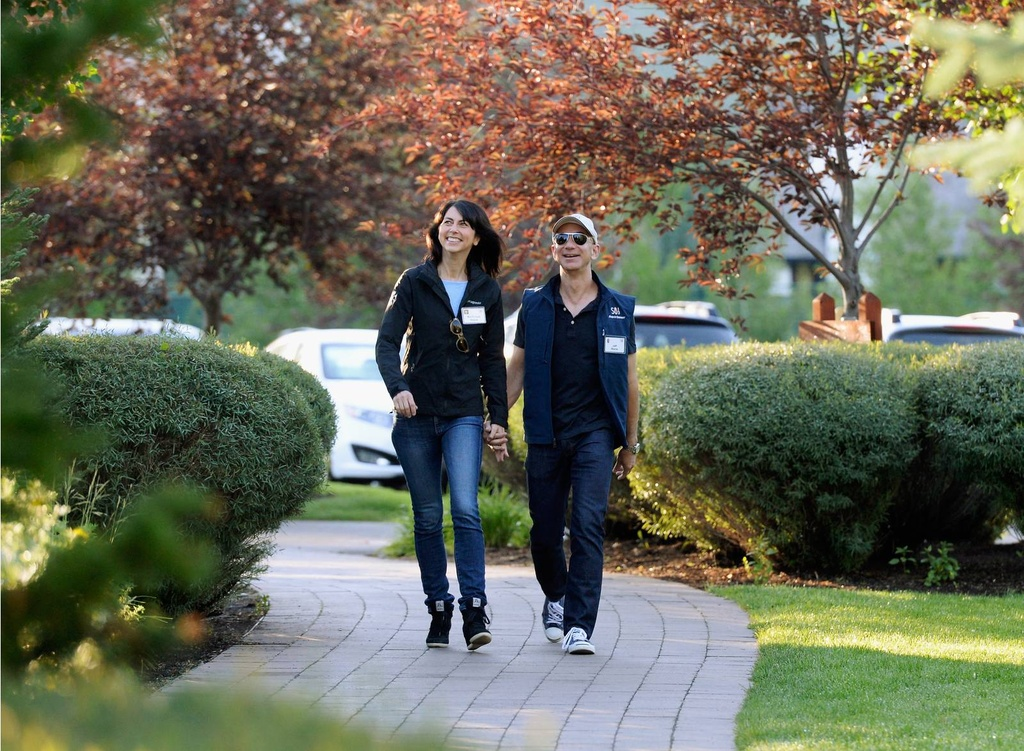Vén màn 25 năm hôn nhân của tỷ phú giàu nhất thế giới Jeff Bezos - Ảnh 4
