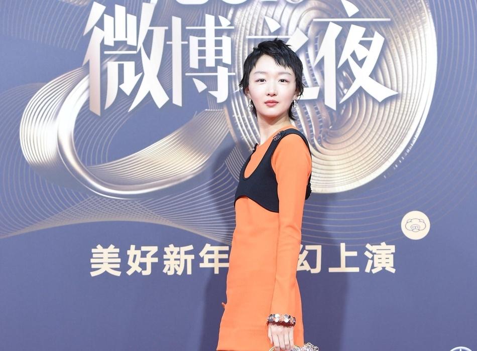 Dich Le Nhiet Ba xinh dep, Lam Chi Linh goi cam tren tham do hinh anh 9