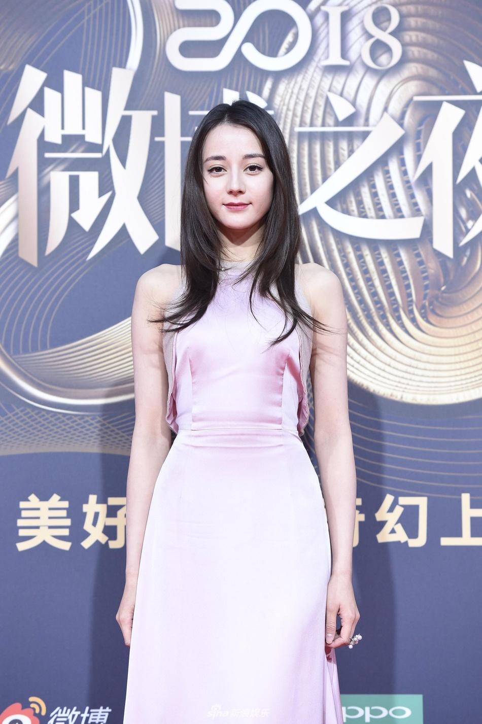 Dich Le Nhiet Ba xinh dep, Lam Chi Linh goi cam tren tham do hinh anh 2