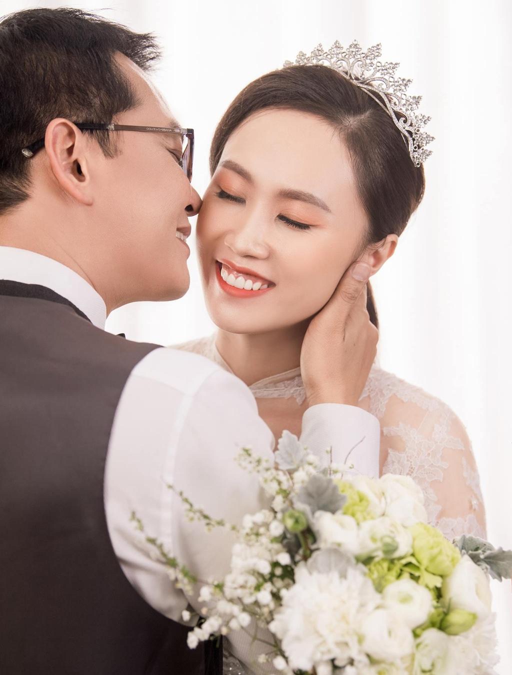 NSND Trung Hieu hanh phuc ben co dau kem 19 tuoi trong bo anh cuoi hinh anh 1