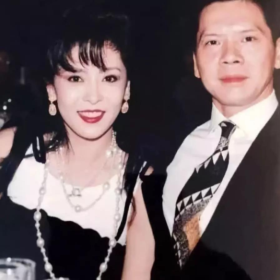 Ba trum showbiz Hong Kong - my nhan khien Chau Tinh Tri so hai hinh anh 3