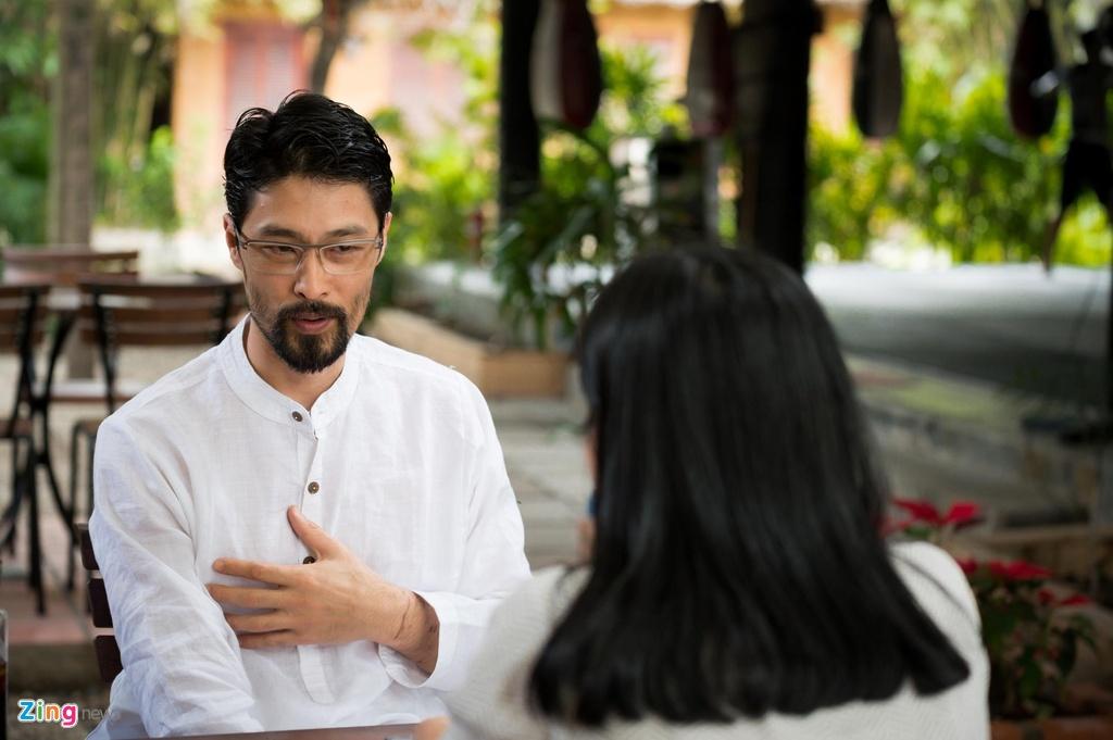 Johnny Tri Nguyen noi ve ve ngoai gia nua: 'Khong thay doi moi la soc' hinh anh 4