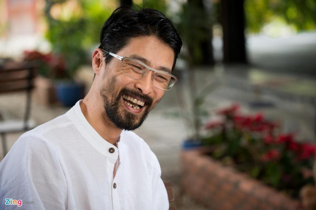 Johnny Tri Nguyen noi ve ve ngoai gia nua: 'Khong thay doi moi la soc' hinh anh 1