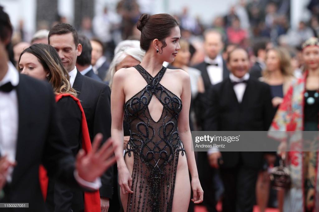 Ngoc Trinh mac ho bao o Cannes anh 1