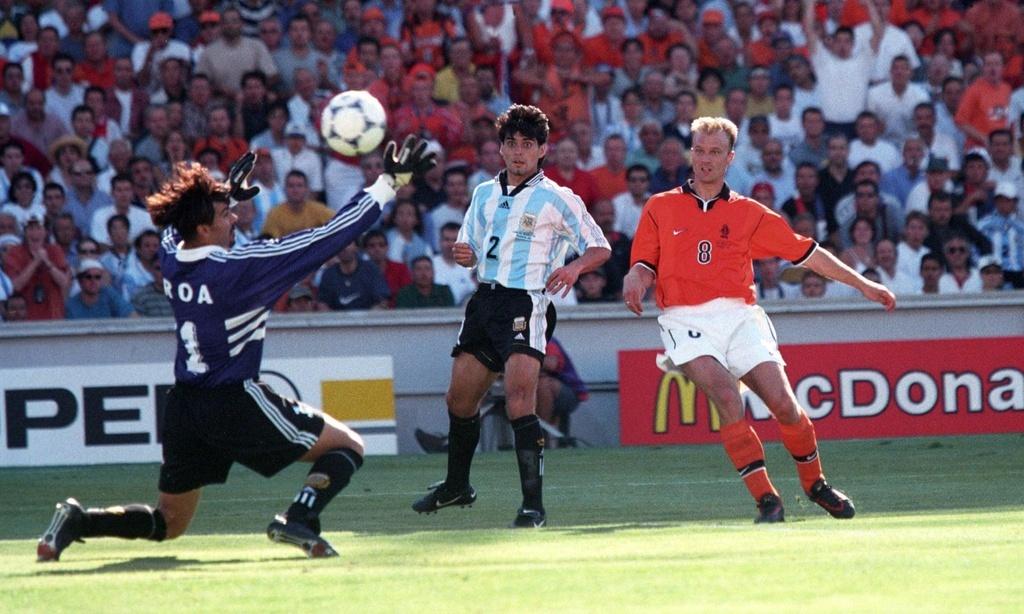 Dennis Bergkamp,  World Cup,  Ha Lan,  Argentina anh 3