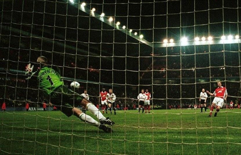 Man United,  Dennis Bergkamp,  Arsenal,  Premier League,  Champions League,  David Beckham,  MU anh 1