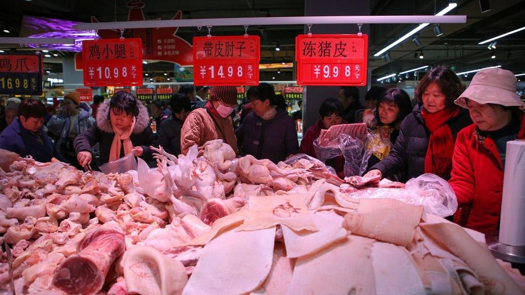 Trung Quoc bao dong nguy co that nghiep o at trong nam 2020 hinh anh 4 https_cdn.cnn.com_cnnnext_dam_assets_191223003057_china_cuts_tariffs_pork.jpg