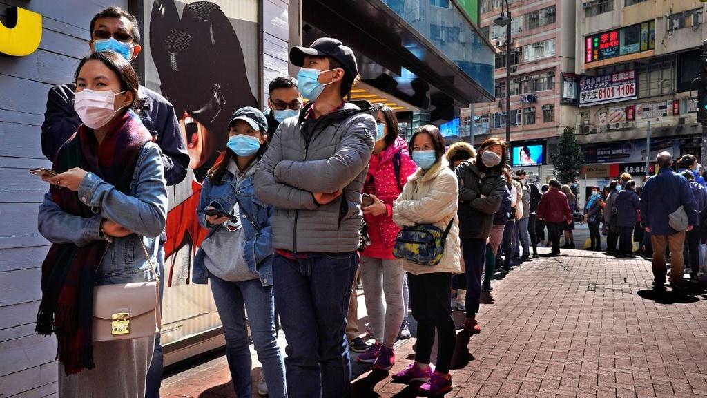 Khan hiem hang, dan Hong Kong tu lam khau trang chong virus corona hinh anh 2 xephang.jpg