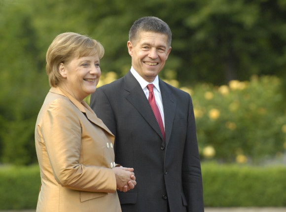 Cuoc doi cua nguoi dan ba thep Angela Merkel hinh anh 9