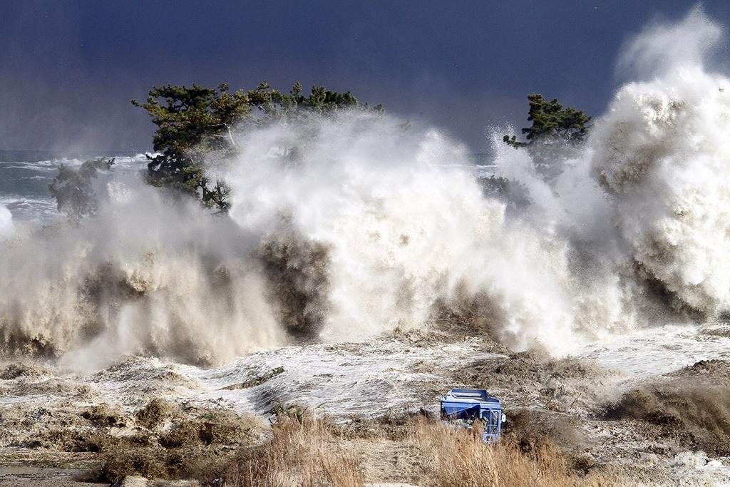 Kết quả hình ảnh cho sóng thần