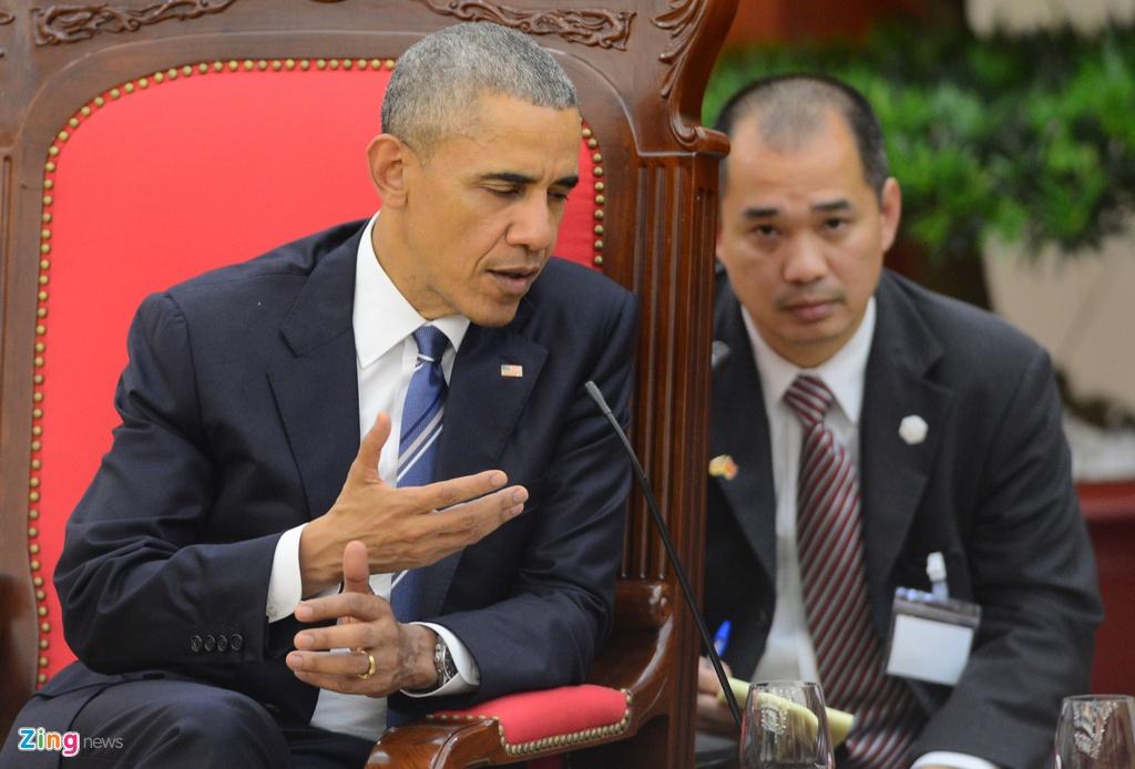 Chan dung nguoi phien dich cua Obama tai Viet Nam hinh anh 4
