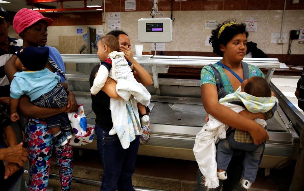 Venezuela: Sieu thi trong, giay ve sinh gia 30 USD mot cuon hinh anh 2