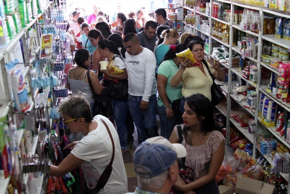 Dong nguoi Venezuela chen lan sang Colombia mua do hinh anh 1