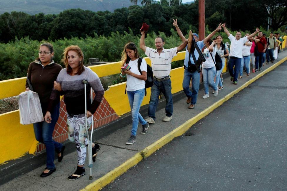 Dong nguoi Venezuela chen lan sang Colombia mua do hinh anh 10