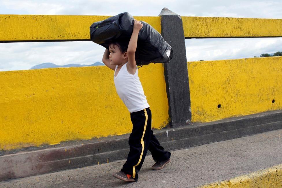 Dong nguoi Venezuela chen lan sang Colombia mua do hinh anh 15