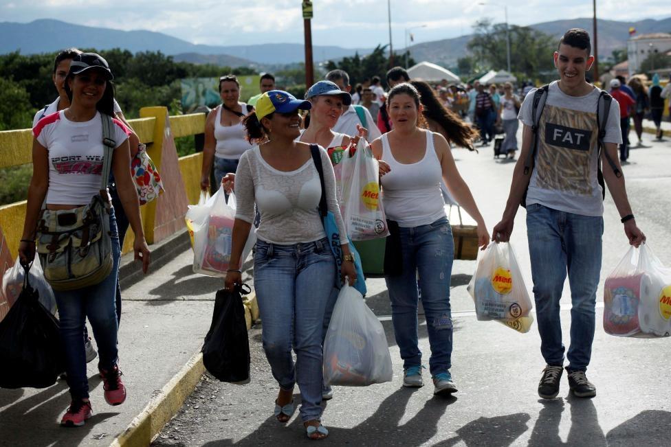 Dong nguoi Venezuela chen lan sang Colombia mua do hinh anh 16
