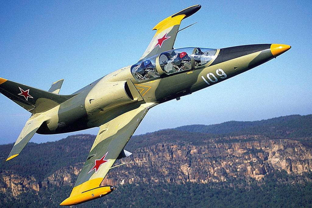 may bay huan luyen L-39 anh 4