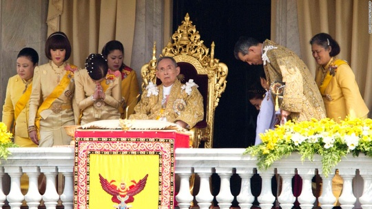 Vua Bhumibol vi vua nhan tu anh 13