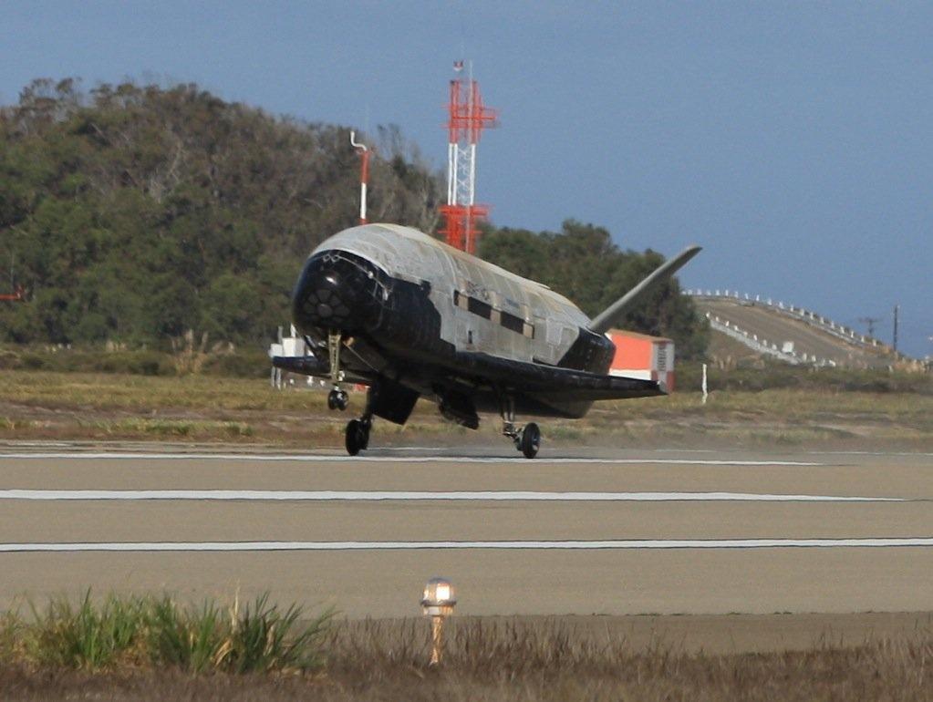 Su menh bi an cua X-37B trong khong gian hinh anh 3