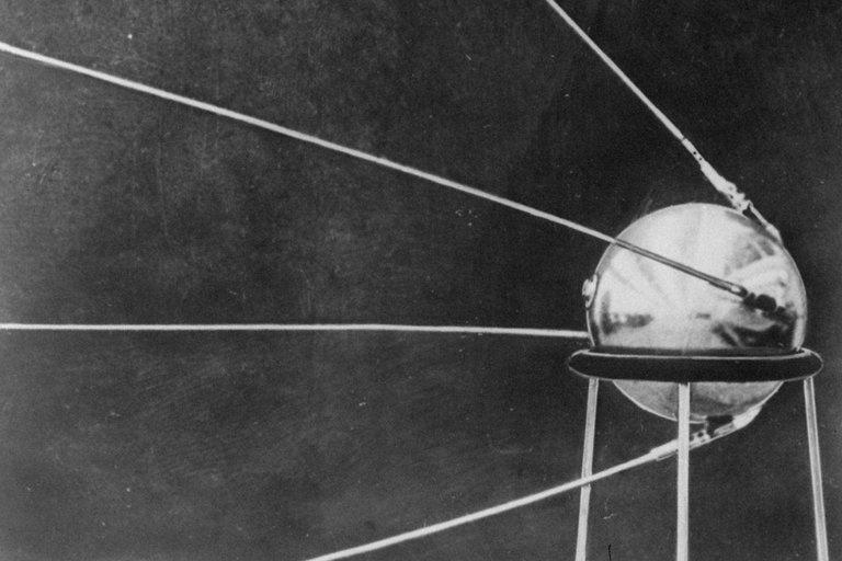 60 nam sputnik anh 1