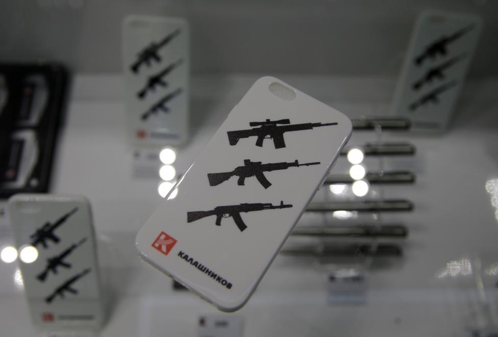 San bay Moscow mo cua hang ban AK-47 hinh anh 7