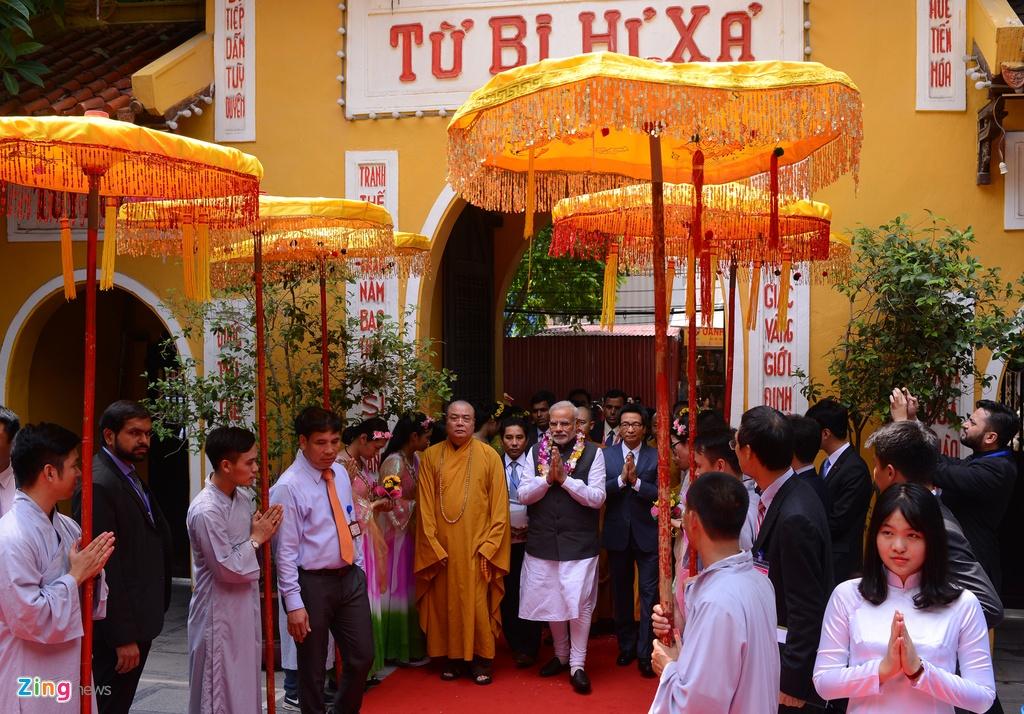 Thu tuong An Do dang huong o chua Quan Su hinh anh 10