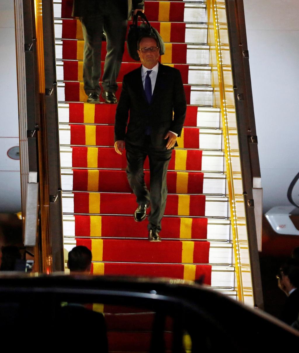 Tong thong Phap Francois Hollande da den Ha Noi hinh anh 4