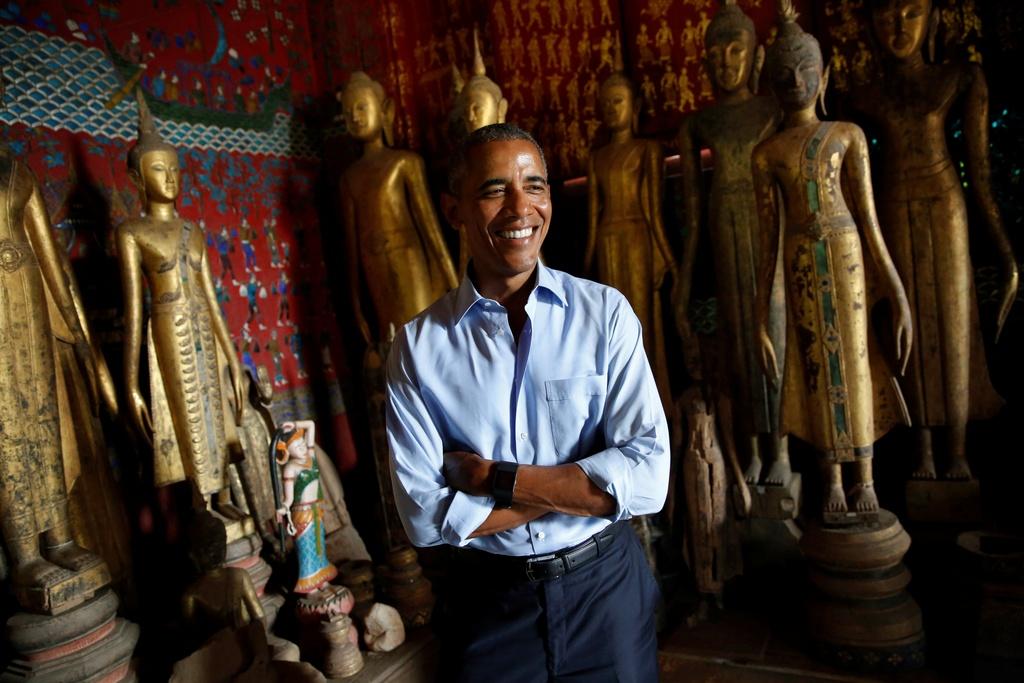 Tong thong Obama dao pho, uong nuoc dua o Lao hinh anh 4
