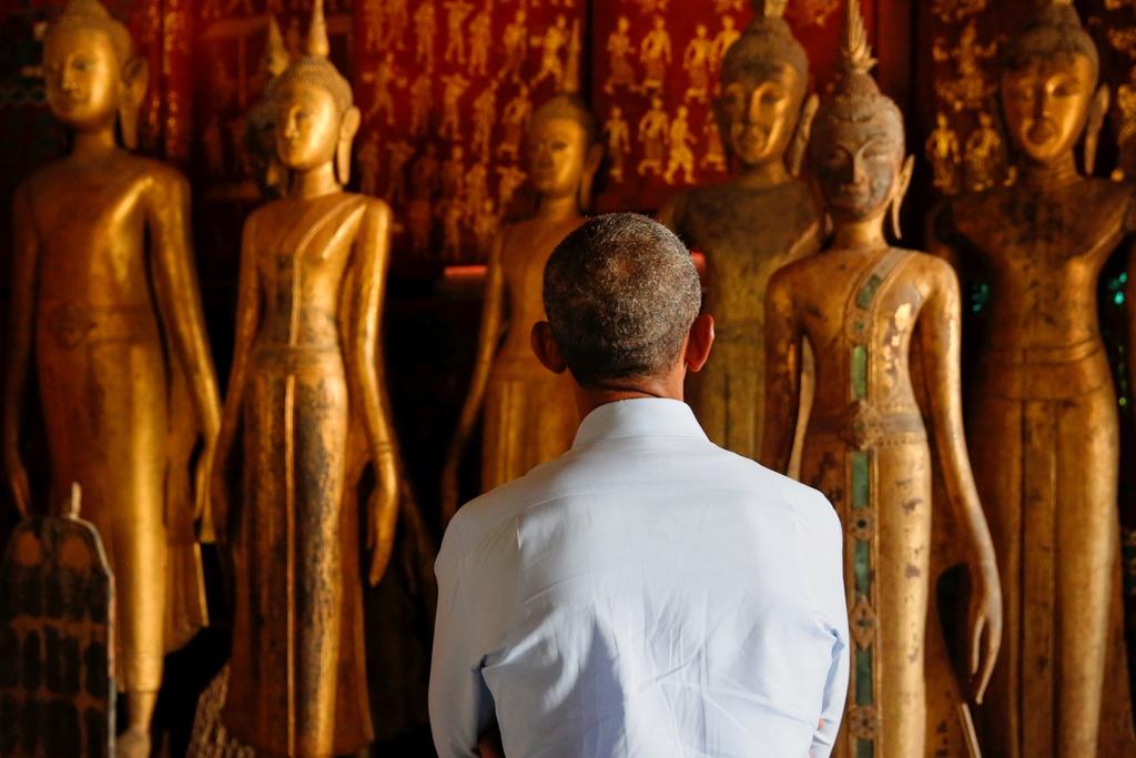 Tong thong Obama dao pho, uong nuoc dua o Lao hinh anh 5