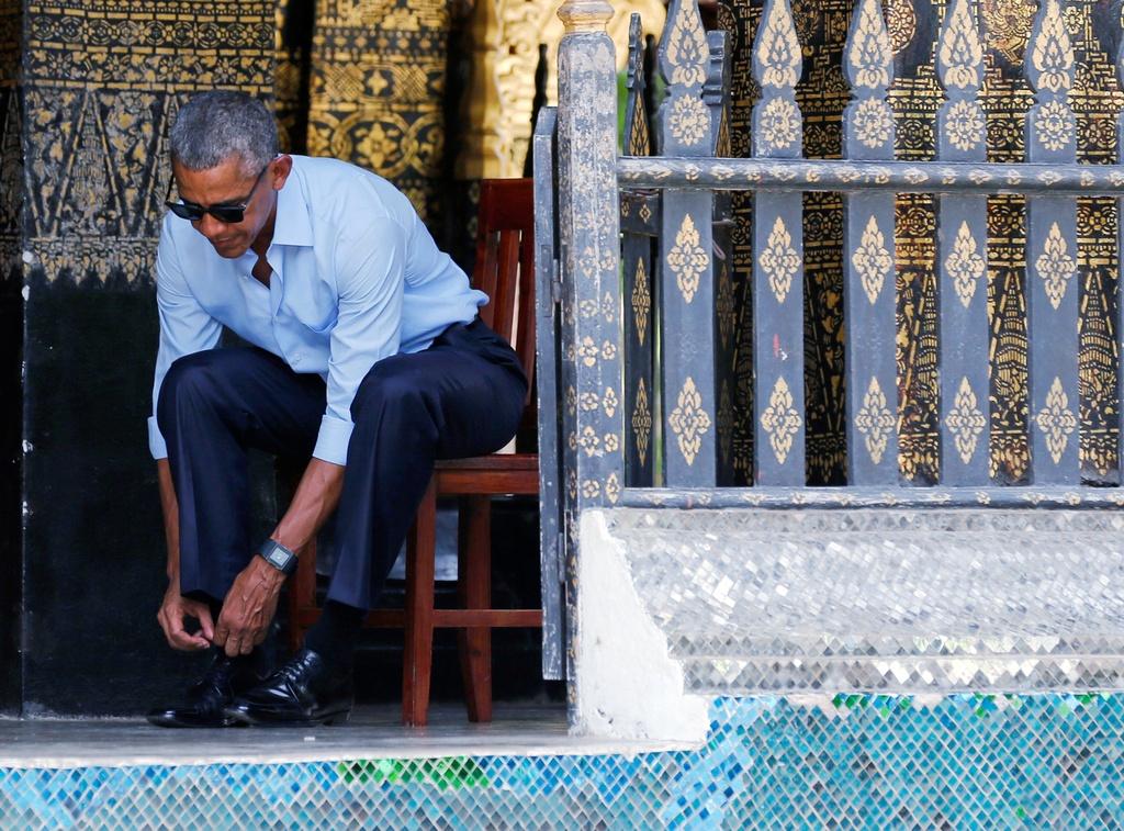 Tong thong Obama dao pho, uong nuoc dua o Lao hinh anh 6