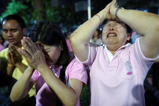 noi dau cua nguoi dan Thai Lan khi Quoc vuong Bhumibol Adulyadej bang ha anh 5