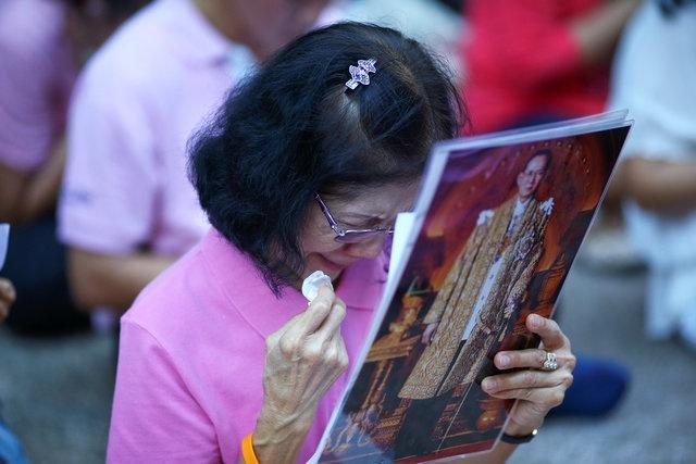 noi dau cua nguoi dan Thai Lan khi Quoc vuong Bhumibol Adulyadej bang ha anh 6