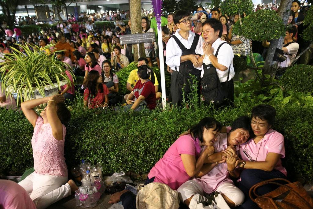noi dau cua nguoi dan Thai Lan khi Quoc vuong Bhumibol Adulyadej bang ha anh 1