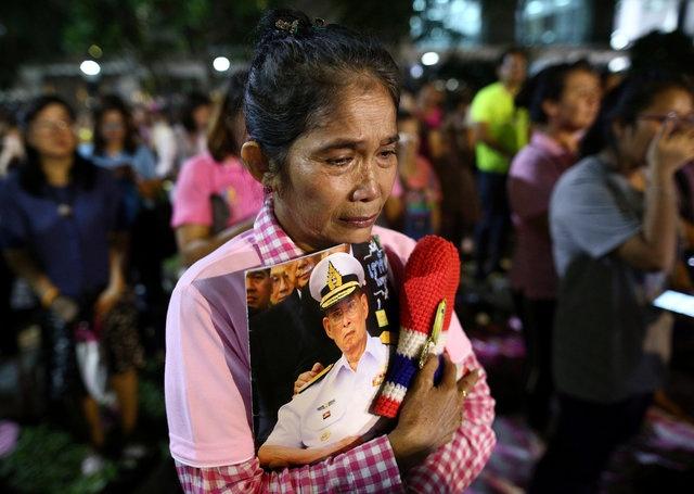 noi dau cua nguoi dan Thai Lan khi Quoc vuong Bhumibol Adulyadej bang ha anh 11