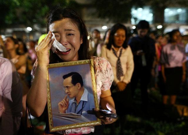 noi dau cua nguoi dan Thai Lan khi Quoc vuong Bhumibol Adulyadej bang ha anh 10