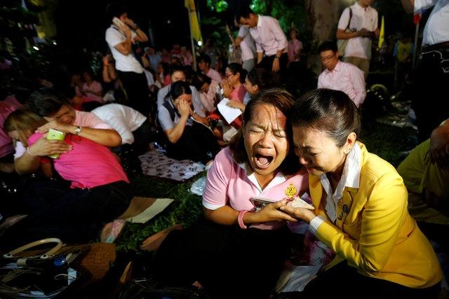 noi dau cua nguoi dan Thai Lan khi Quoc vuong Bhumibol Adulyadej bang ha anh 4