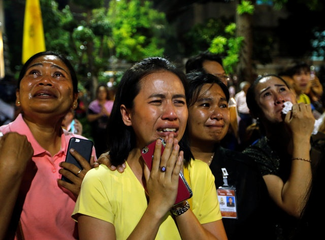 noi dau cua nguoi dan Thai Lan khi Quoc vuong Bhumibol Adulyadej bang ha anh 9