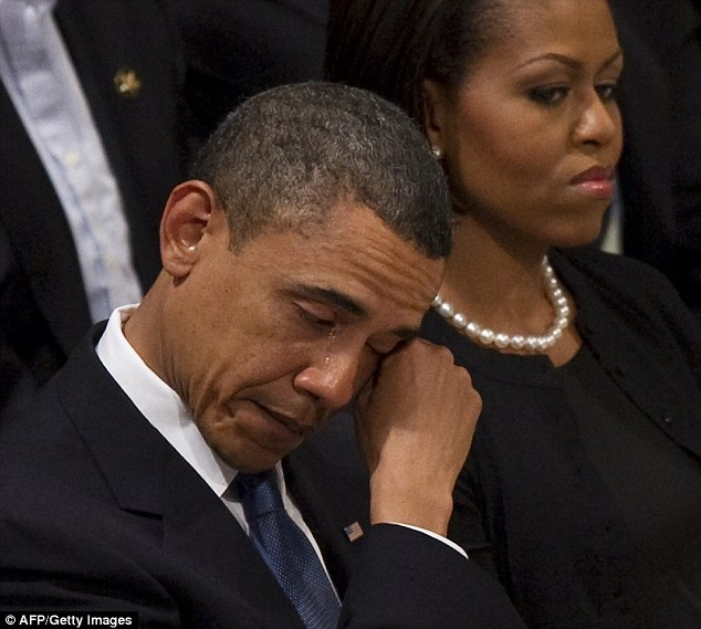 Nhung khoanh khac xuc dong cua Obama suot 8 nam qua hinh anh 9