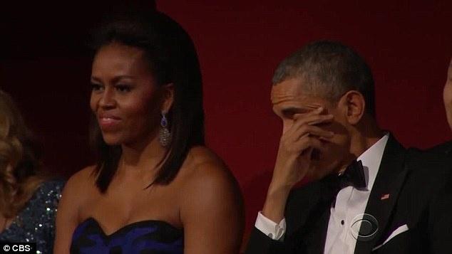 Nhung khoanh khac xuc dong cua Obama suot 8 nam qua hinh anh 2