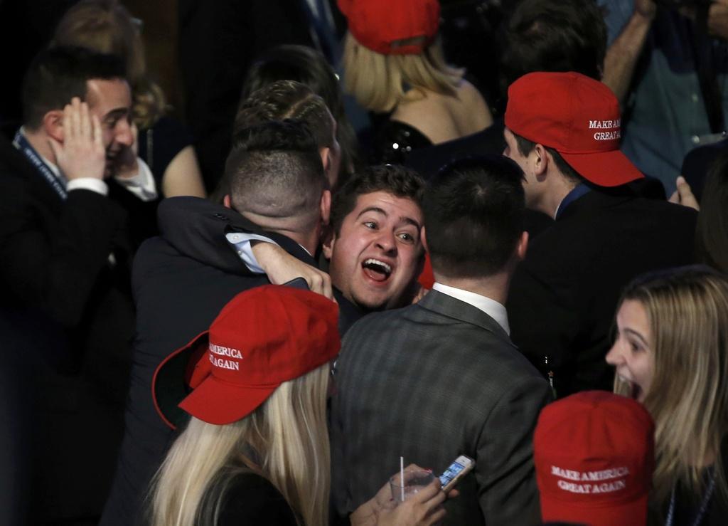 Tiec mung chien thang cua Trump sap khai man hinh anh 8
