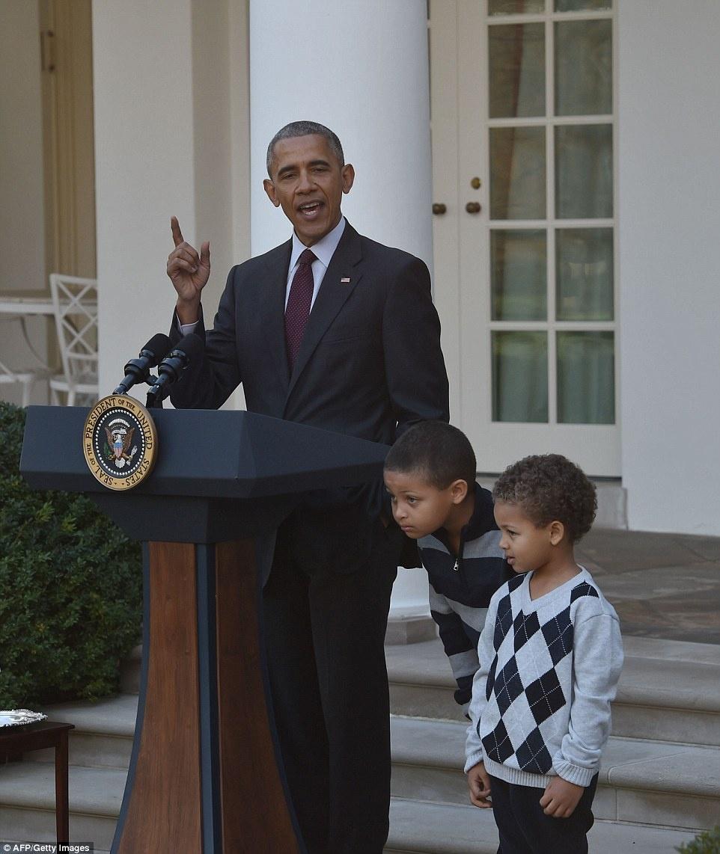 Gia dinh Obam phuc vu bua an cho cac cuu chien binh My anh 7