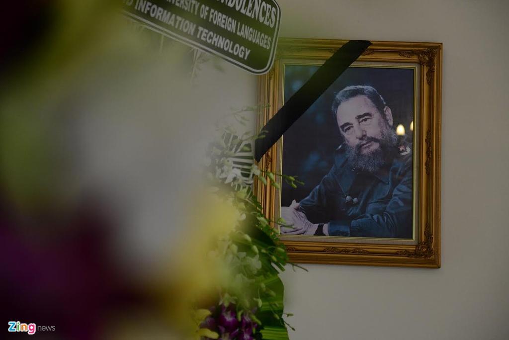 Bi thu Dinh La Thang vieng lanh tu Fidel Castro hinh anh 8