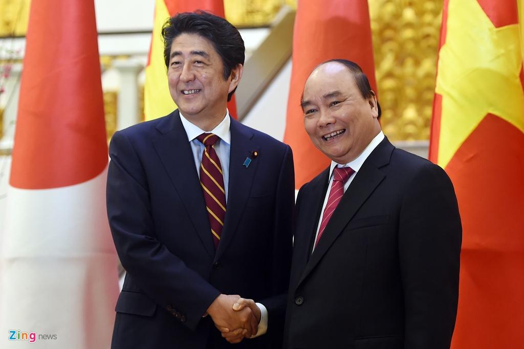 Thu tuong Shinzo Abe toi Ha Noi, bat dau tham chinh thuc hinh anh 7