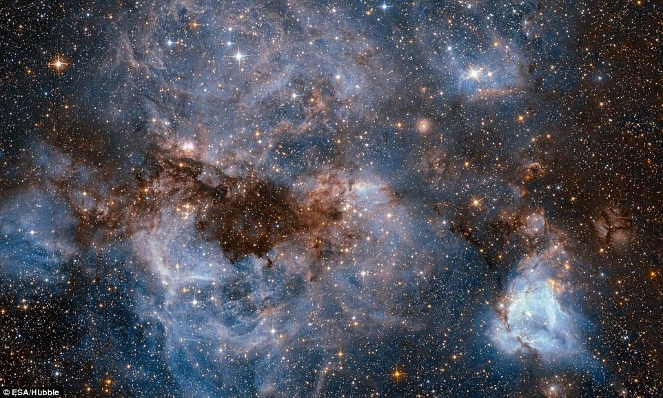 Thien ha bung no va ruc sang qua kinh vien vong Hubble hinh anh 1