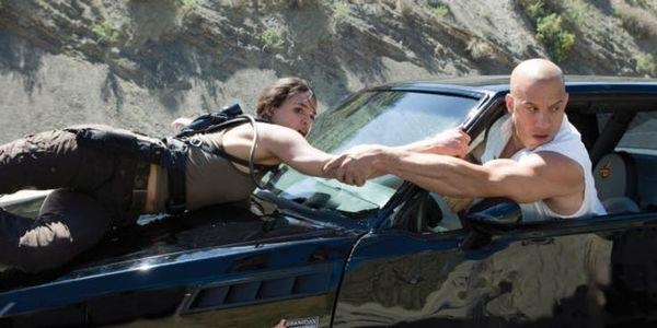 Nhung chuyen tinh dang nho nhat trong loat phim 'Fast & Furious' hinh anh 3