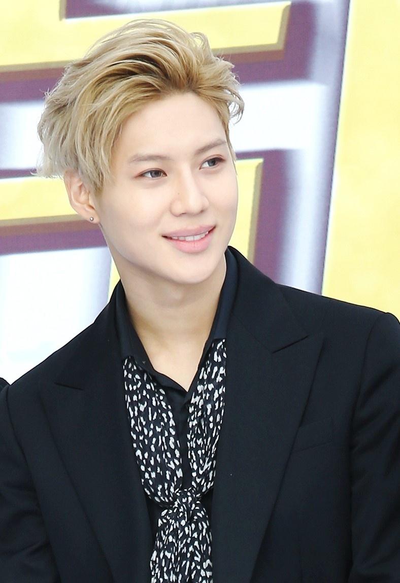 Nhung ca si noi tieng than tuong ai? hinh anh 14 Taemin_23rd_Dong_Fang_Feng_Yun_Bang_Awards_red_carpet_04.jpg
