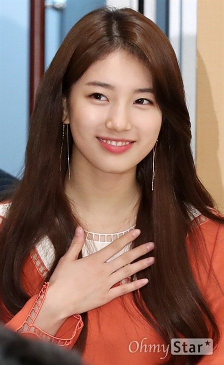 Sao nu Han thay doi the nao sau khi noi tieng? hinh anh 3 suzy_lee_jong_suk_hop_bao_phim_moi_6.jpg