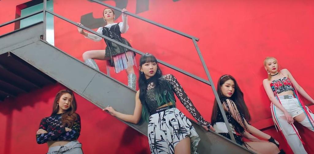 Chưa hết, ngay khi MV ra mắt của nhóm là Who Dis? phát hành, nhiều cư dân mạng cho rằng đoạn đầu bài hát có giai điệu giống với ca khúc Lupin của nhóm nhạc Dongkiz từ tháng 3/2020. Một bộ phận fan của nhóm lên tiếng giải thích Who Dis? có giai điệu na ná Lupin vì cùng sử dụng âm thanh tiếng kèn đồng, vốn là điểm nổi bật trong những sáng tác của Melanie Fontana, một trong những nhà soạn nhạc cho bản hit Boy with Luv của BTS.