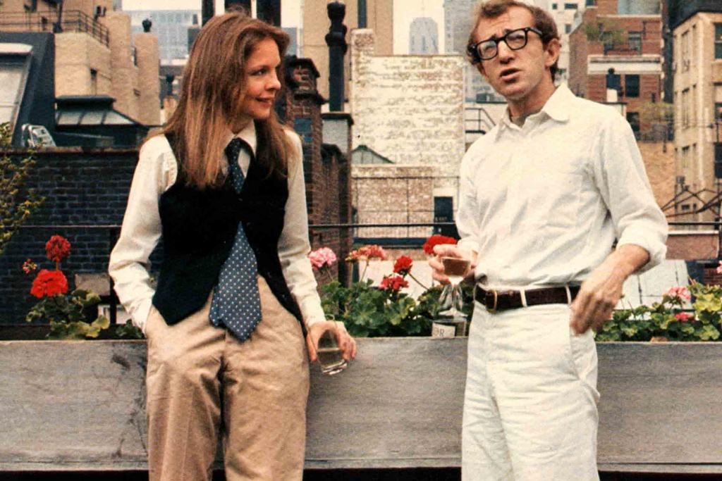 Dao dien Woody Allen: 4 lan doat Oscar va vet nho cuoi con gai cua vo hinh anh 3 Annie_Hall_Fashion_.jpg